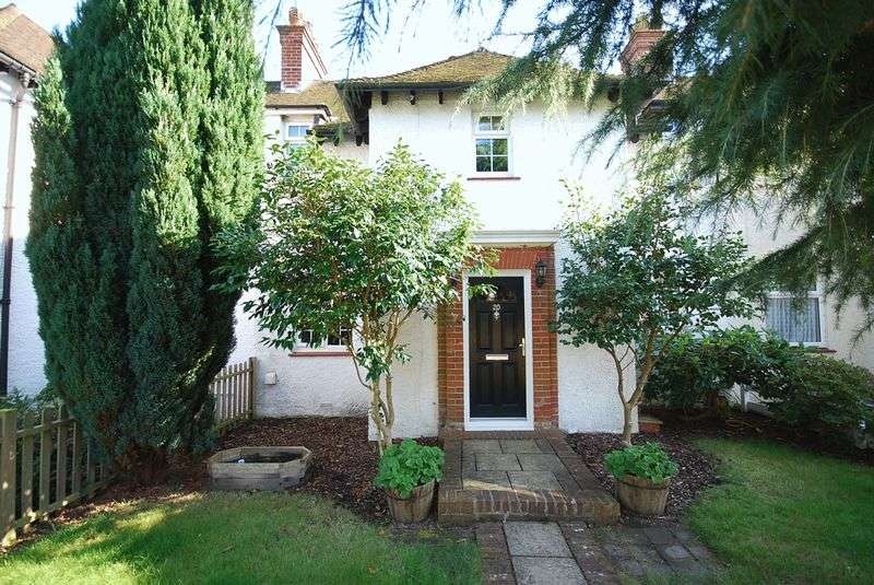 3 Bedrooms Terraced House for sale in Saltwood