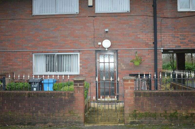 3 Bedrooms Flat for sale in Eldon Street Estate, Oldham
