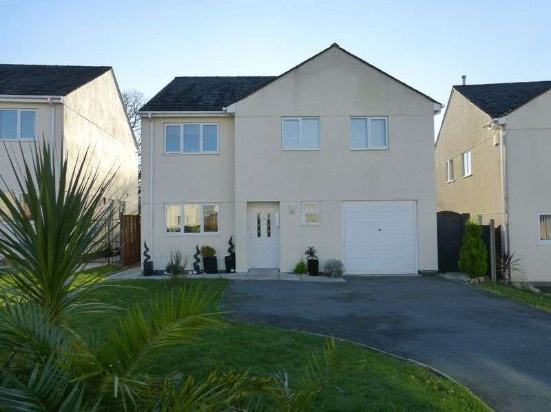 4 Bedrooms Detached House for sale in Groeslon