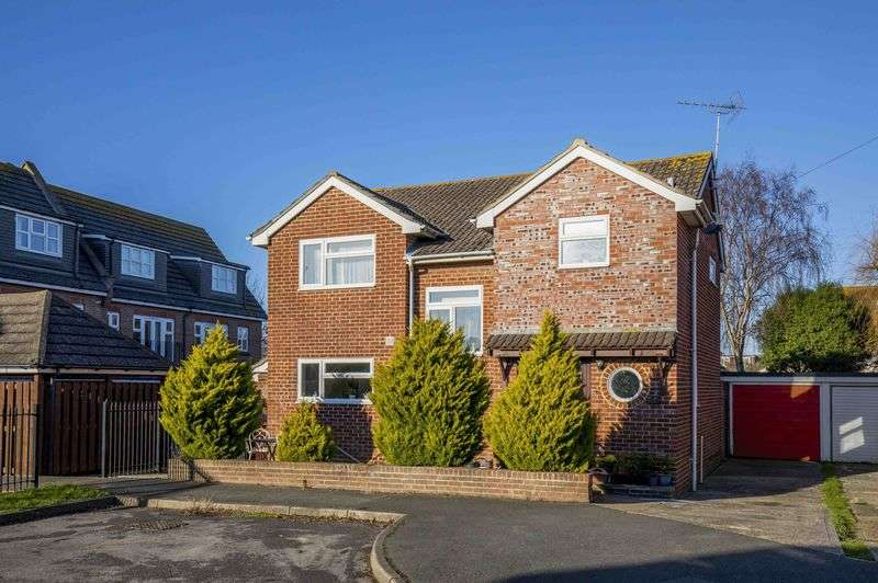 4 Bedrooms Detached House for sale in Guildford Close, Southbourne