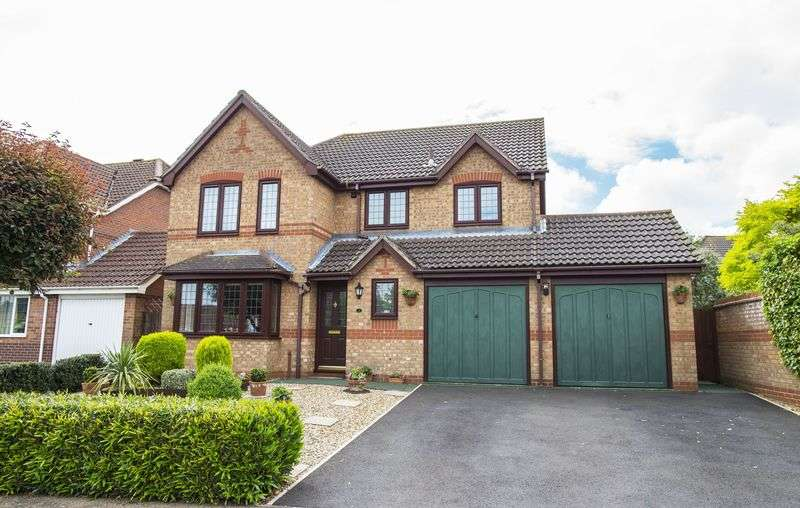 4 Bedrooms Detached House for sale in Markant Close, Bury St Edmunds