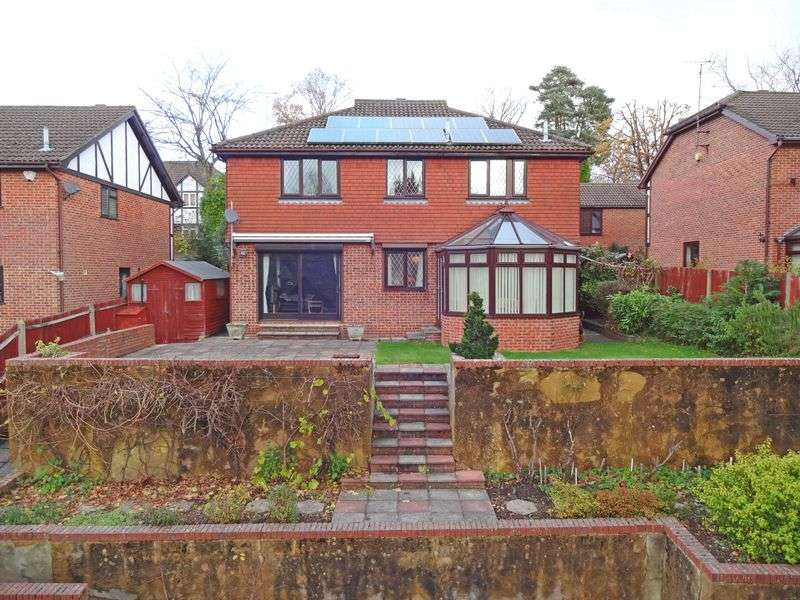 4 Bedrooms Detached House for sale in Alma Road, Headley Down