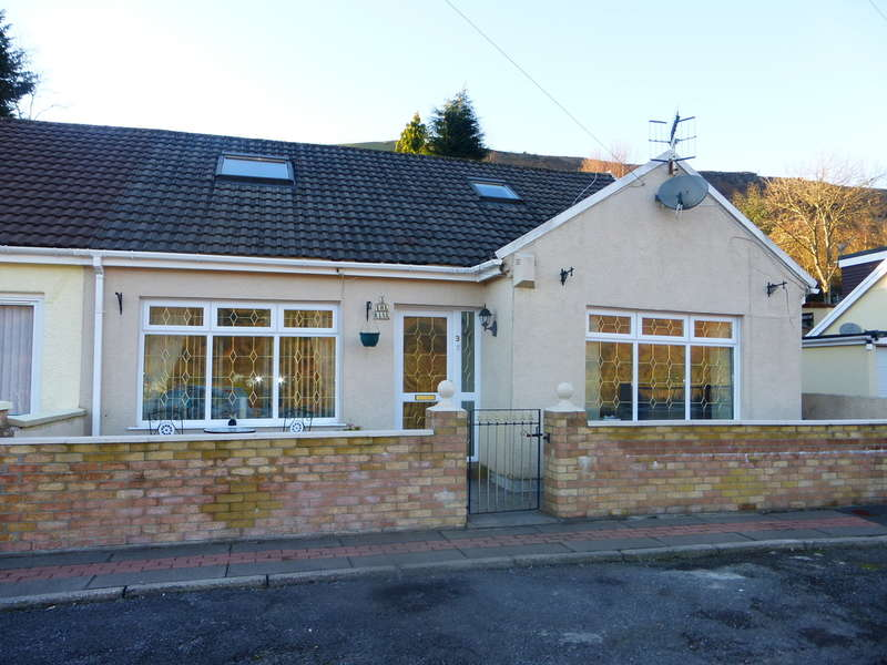 3 Bedrooms Semi Detached House for sale in The Rise, Porth
