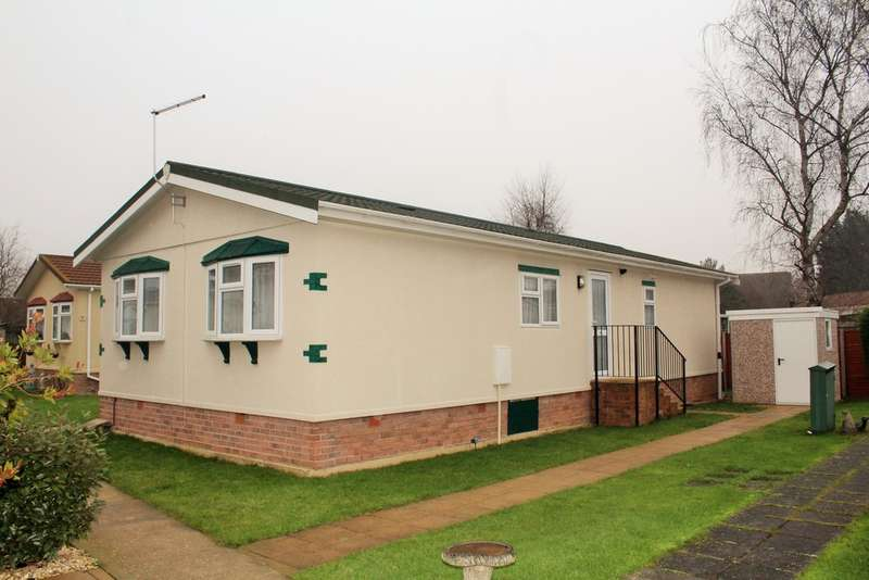2 Bedrooms Park Home Mobile Home for sale in Keys Park, Parnwell, Peterborough, PE1 4SL