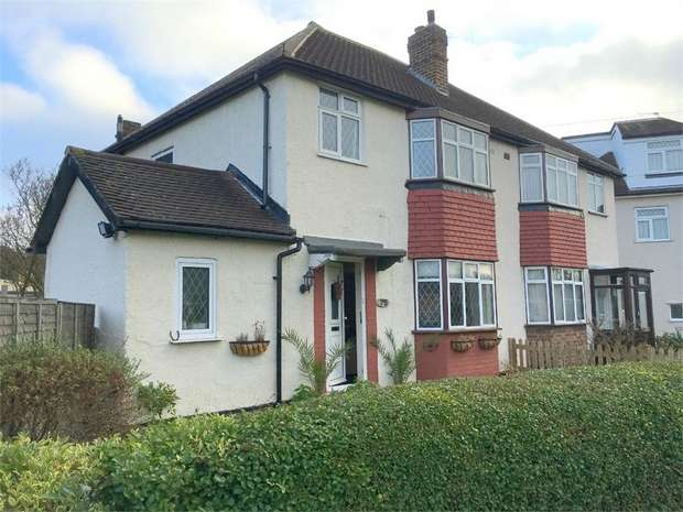 3 Bedrooms Semi Detached House for sale in Gadesden Road, West Ewell