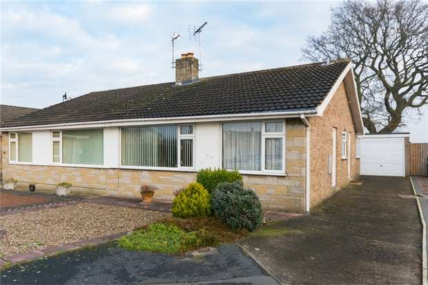 2 Bedrooms Semi Detached Bungalow for sale in Cedar Glade, Dunnington,YORK