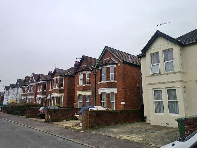 6 Bedrooms Semi Detached House for rent in Shirley