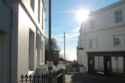3 Bedrooms Flat for rent in Clifton Terrace, Brighton
