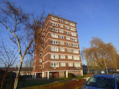 1 Bedroom Flat for sale in Hepworth Gardens, Barking
