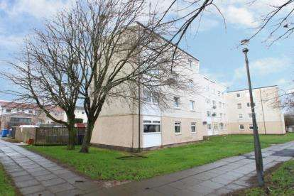2 Bedrooms Flat for sale in Durward, Calderwood