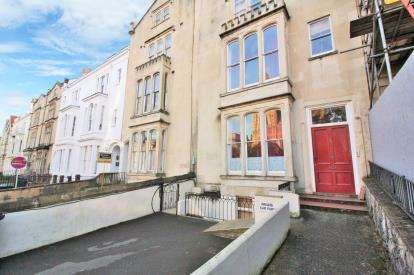 2 Bedrooms Flat for sale in Oakfield Road, Clifton, Bristol