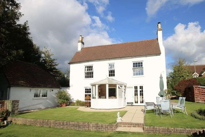 4 Bedrooms Detached House for sale in Bishops Waltham