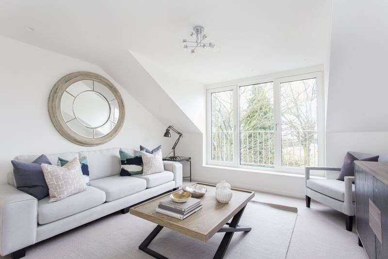 3 Bedrooms Flat for sale in Cromwell Avenue, Highgate Village, N6