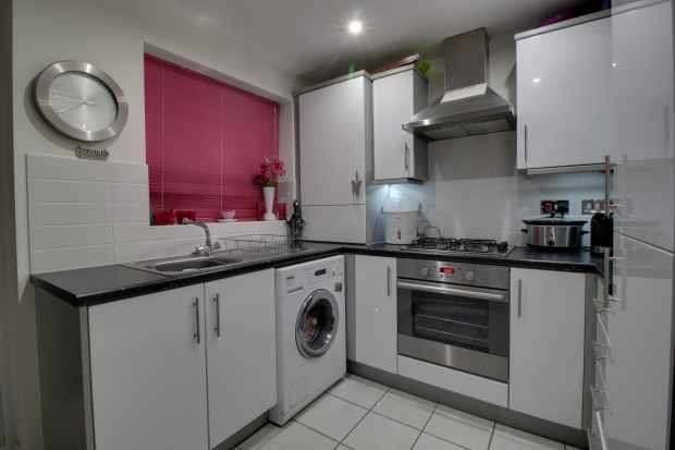 2 Bedrooms Terraced House for sale in Virginia Street, Southport, Merseyside, PR8 6RU