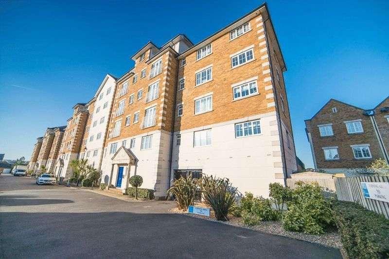 2 Bedrooms Flat for sale in 17 Golden Gate Way, Eastbourne, BN23