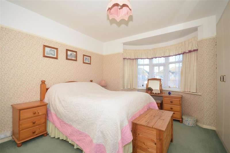 2 Bedrooms Bungalow for sale in Gloucester Avenue, Broadstairs, Kent