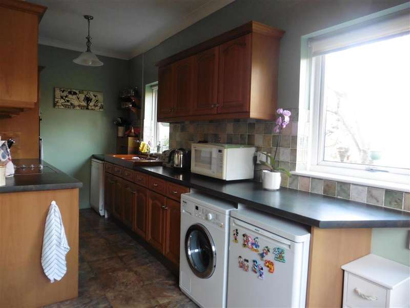 4 Bedrooms End Of Terrace House for sale in Kingswood Avenue, Chatham, Kent