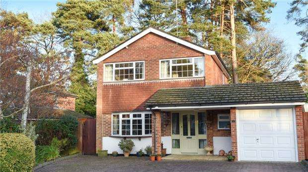 3 Bedrooms Detached House for sale in Westbury Close, Crowthorne, Berkshire
