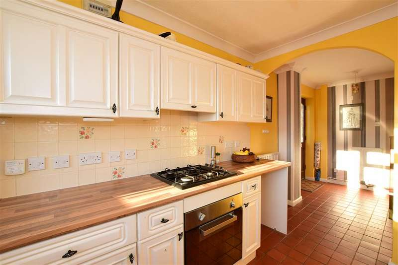 2 Bedrooms Semi Detached House for sale in Anderson Close, Newhaven, East Sussex