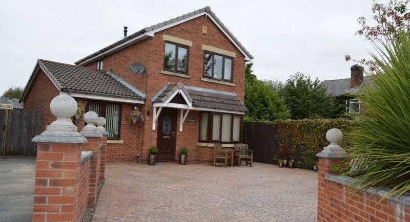 4 Bedrooms Detached House for sale in Lancaster Avenue, Golborne, WA3 3JY