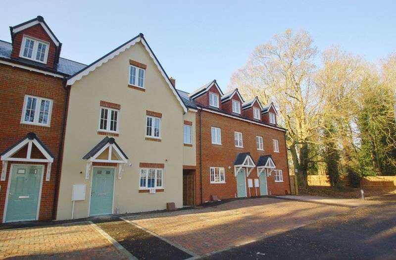 3 Bedrooms Terraced House for sale in Hazlemere