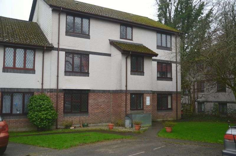2 Bedrooms Flat for sale in Penlee Close, Callington