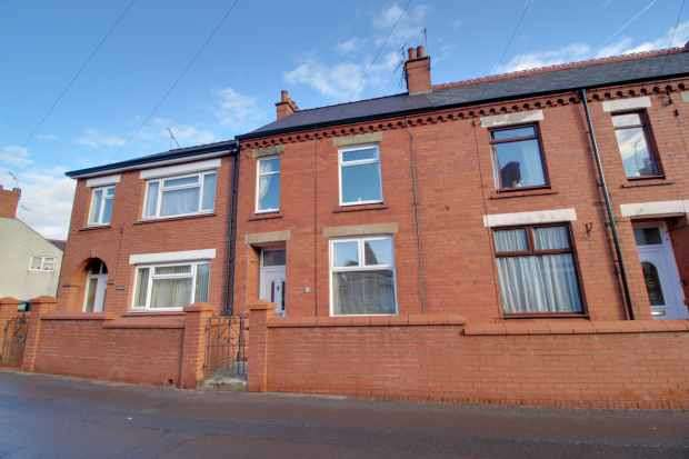2 Bedrooms Terraced House for sale in Dover Terrace, Wrexham, Clwyd, LL14 1SH