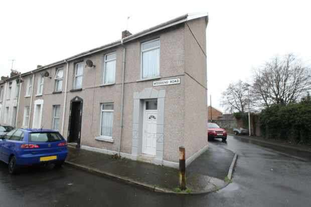 3 Bedrooms Property for sale in Woodend Road, Llanelli, Dyfed, SA15 3BQ