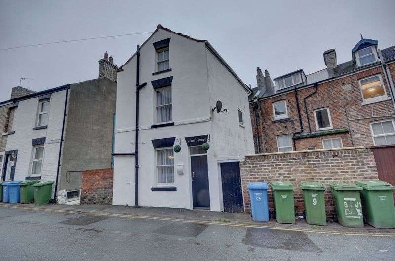 2 Bedrooms Cottage House for sale in Albion Place, Whitby