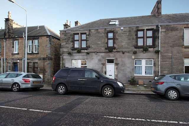 4 Bedrooms Flat for sale in Balsusney Road, Kirkcaldy, Fife, KY2 5LG