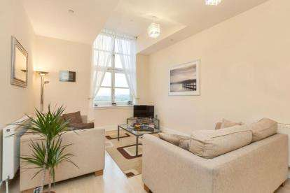 2 Bedrooms Flat for sale in Woolcarder's Court, Cambusbarron
