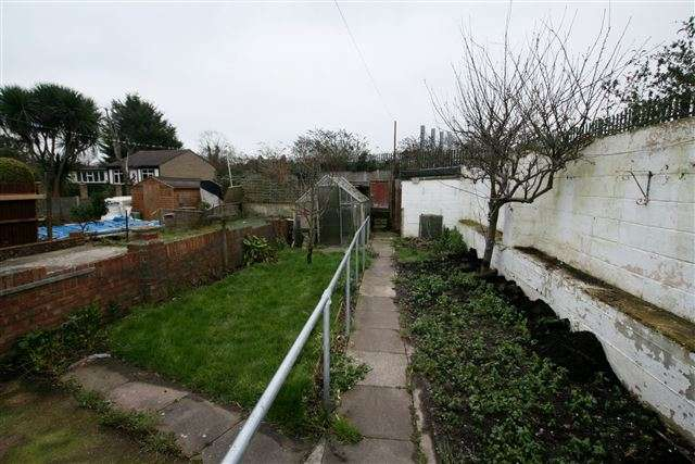 3 Bedrooms End Of Terrace House for sale in Knowsley Road, Portsmouth, Hampshire, PO6 2PF