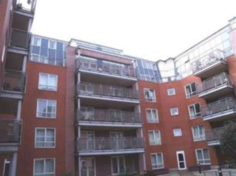 2 Bedrooms Apartment Flat for sale in Warstone Lane, Hockley