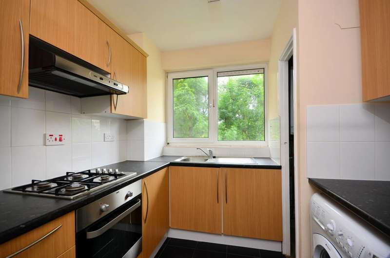 3 Bedrooms Flat for sale in East Street, Elephant and Castle, SE17