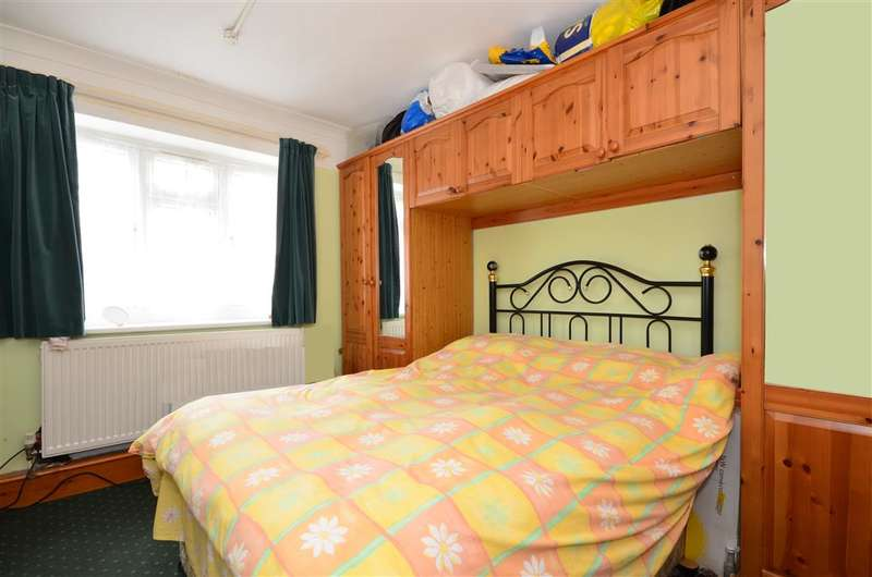 3 Bedrooms Ground Flat for sale in Bradwell Close, South Woodford