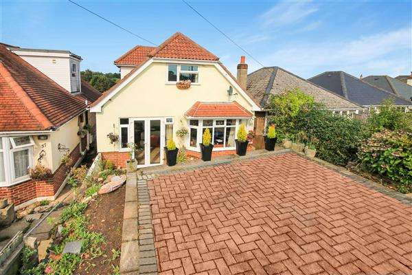 5 Bedrooms Detached House for sale in Wayne Road, Parkstone, Poole