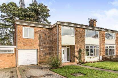 5 Bedrooms Semi Detached House for sale in Kirklevington Grange, Yarm, .