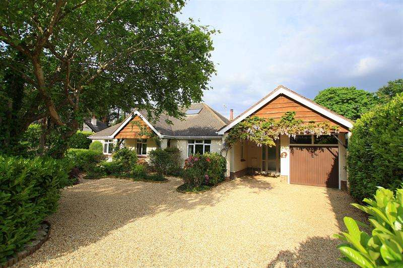 5 Bedrooms Chalet House for sale in Brierley Avenue, West Parley, Ferndown