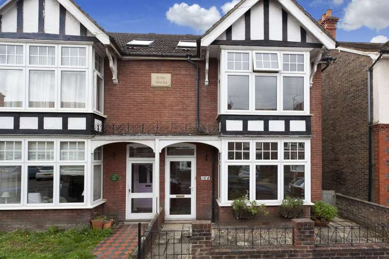 4 Bedrooms Semi Detached House for sale in New Street, Horsham