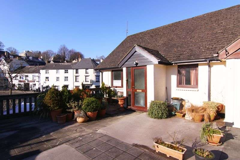 2 Bedrooms Flat for sale in Jacobs Pool, Okehampton