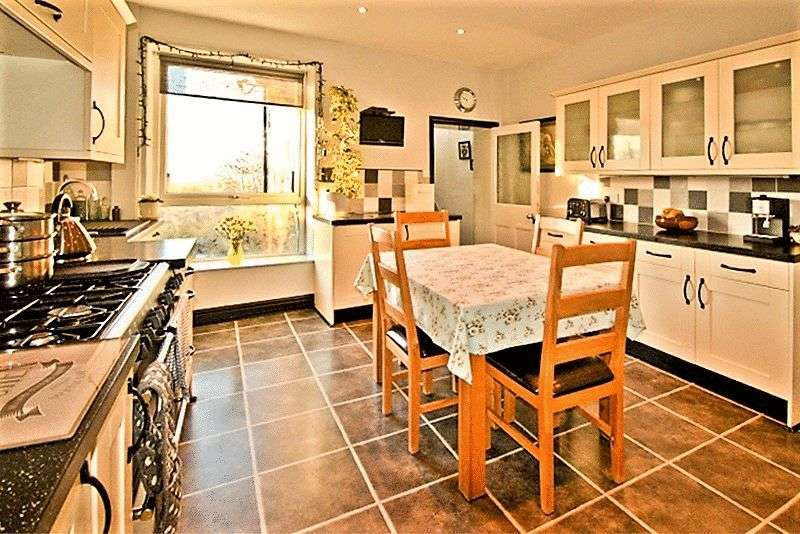 2 Bedrooms Terraced House for sale in Church Street, Newchurch, Rossendale, BB4 9EH