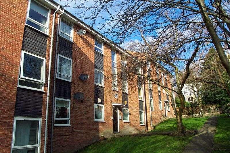 2 Bedrooms Flat for sale in Welton Grove, Leeds
