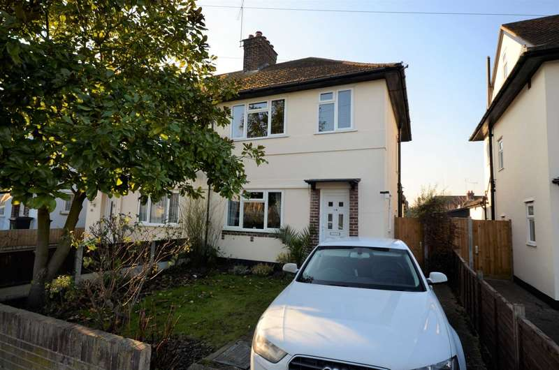 3 Bedrooms Semi Detached House for sale in Pentland Avenue, Chelmsford