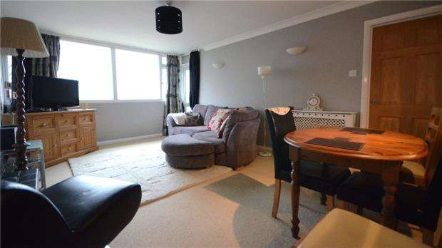 2 Bedrooms Apartment Flat for sale in Burford Court, Rances Lane, Wokingham