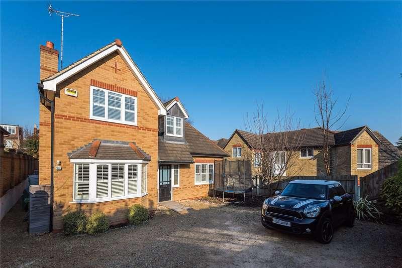 4 Bedrooms Detached House for sale in Hamilton Close, Teddington, TW11