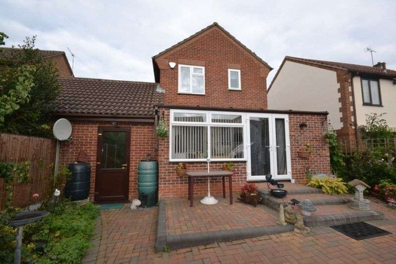 3 Bedrooms Detached House for sale in PENTLAND CLOSE, OAKWOOD