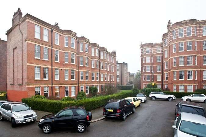 3 Bedrooms Flat for sale in Sutton Court, Fauconberg Road, Chiswick