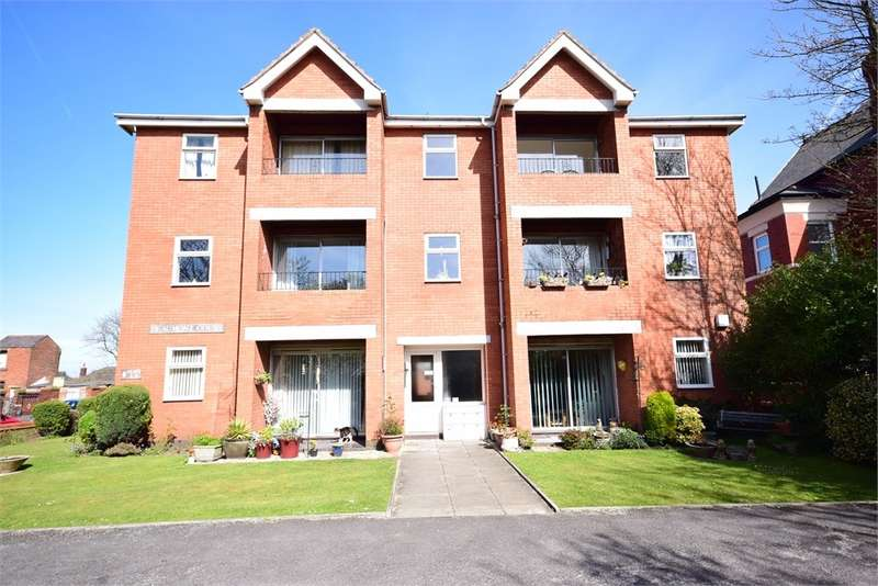 2 Bedrooms Apartment Flat for sale in Flat , Beaumont Court, 159 St Annes Road East, St Annes, FY8