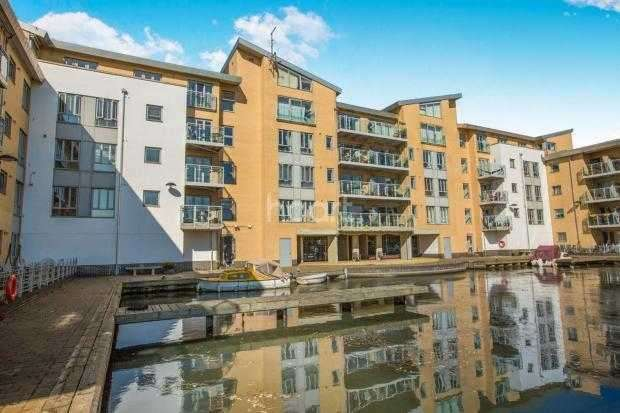 2 Bedrooms Apartment Flat for sale in Lockside Marina, Chelmsford