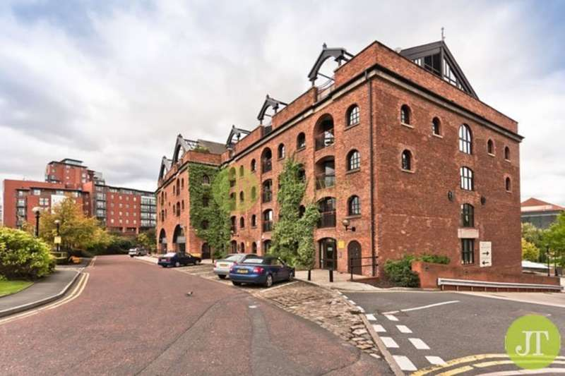 2 Bedrooms Flat for sale in Middle Warehouse, Castle Quay